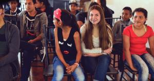 jóvenes participando en y legacy